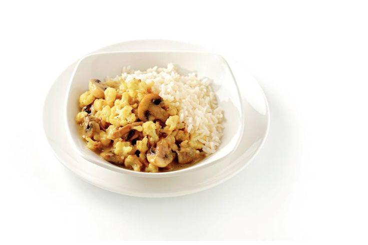 Kijk wat een lekker recept ik heb gevonden op Allerhande! Witte rijst met groentecurry in kokos-kerriesaus