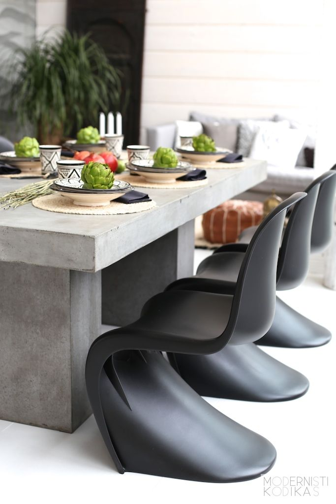 ❤️Love the chairs with the concrete table