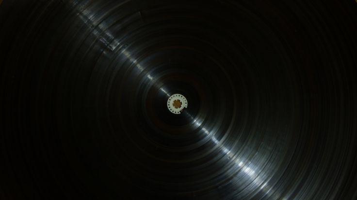 https://flic.kr/p/RVBcMP | Horas Magnéticas | Record tape / horas magnéticas / espiral magnética  2014-2017   cinta magnética,  casete enrollado.  Horas de música de siempre amontonadas en espiral.   Sedimentos espirales  de objetos en extinción.  Sean mi guía  LC  Reportaje revista Scan: sociedadesalfabeticas.files.wordpress.com/2017/02/rscan0v...