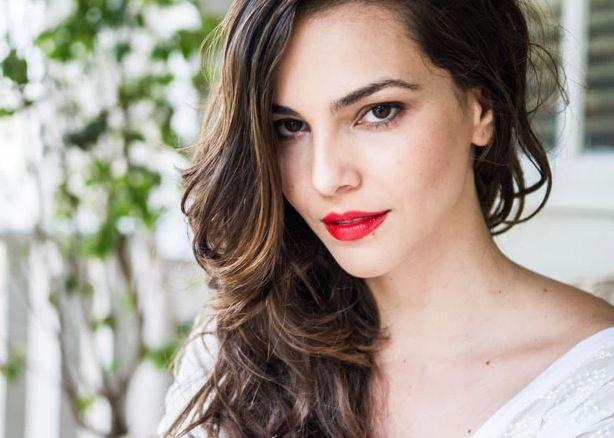 Cabelos longos dão um ar super feminino e jovial → #redeglobo #gshow #moda #fashionrio #novelas #hair #cabeloslongos