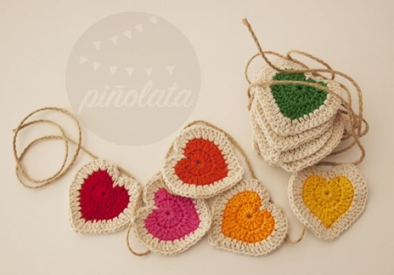 *Pure Pinspiration! Guirnalda de corazones - Crochet - Tejidos de Punto - 424. http://www.pinterest.com/CoronaQueen/crochet-hearts/