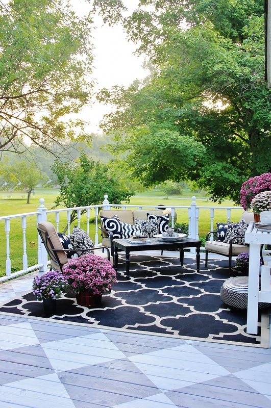Gorgeous Purple-inspired Fall Outdoor Space via @thistlewoodfarm #FindingFallHomeTour