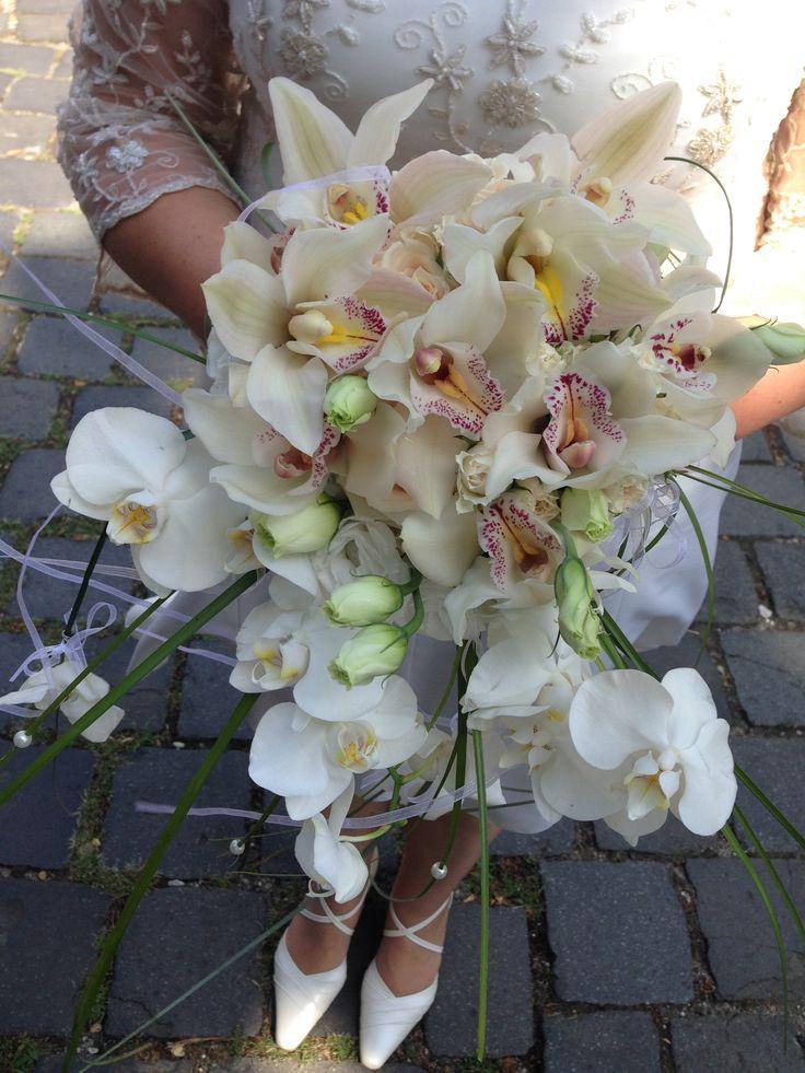 menyasszonyi csokor orchideával