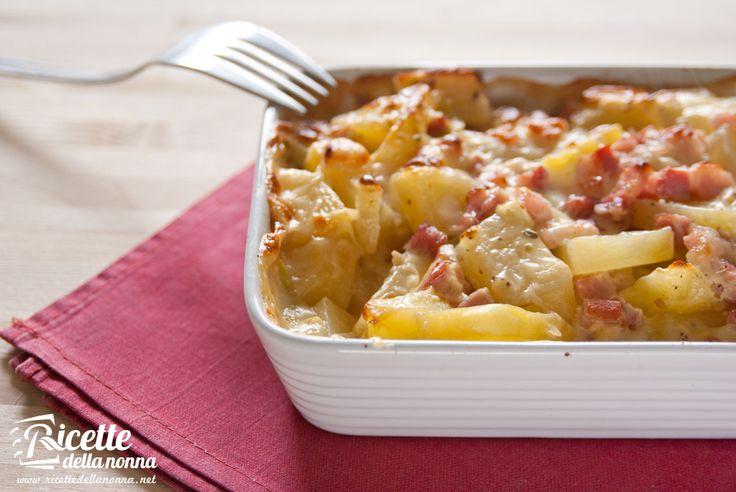 """Un piatto sostanzioso, goloso e con un occhio al portafoglio. Ideale anche come """"svuotafrigo"""". Potete infatti realizzarlo con l'affettato e il formaggio che preferite. Procedimento Lessare le patate (sbucciate) e tagliarle a dadi. Soffriggere il porro tagliato a rondellecon la pancetta (non aggiungere olio, la pancetta è sufficientemente grassa). Salare e pepare, cuocere per 5 […]"""