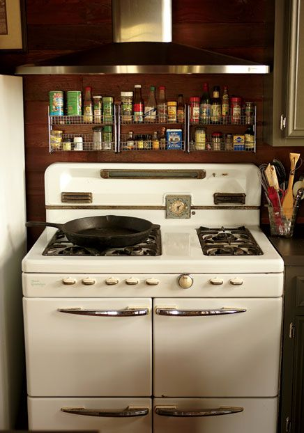 "The original 1947 Ultramatic gas range was restored and is still in use. Louisiana home of interior designer Rebecca Vizard, founder of B. Viz Design. Photo: Brie Williams. ""Patchwork Plantation"" by John Kessler. Garden and Gun (June/July 2013)."