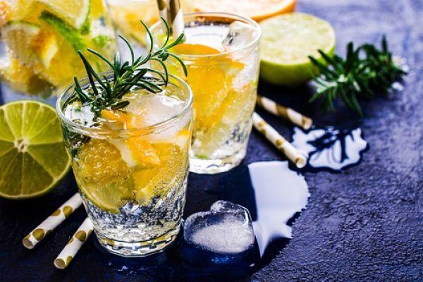 Лимонад с розмарином и мятой