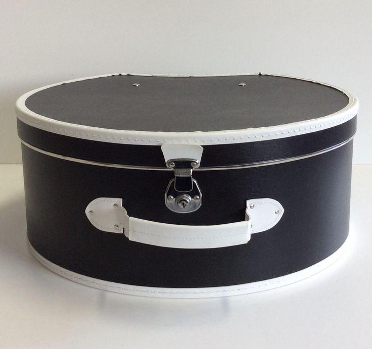 Cappelliera in pelle nera con bordature in pelle bianca. Diametro cm. 49,5xh.cm.21