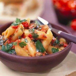Πένες με ελιές, ντομάτα και κάπαρη