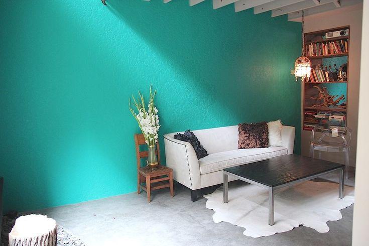 """Краска для стен в квартире (60 фото): как выбрать правильно? http://happymodern.ru/kraska-dlya-sten-v-kvartire-kak-vybrat-pravilno/ Краска для стен в квартире. Водные и алкидные краски подходят для окрашивания обоев """"под покраску"""""""