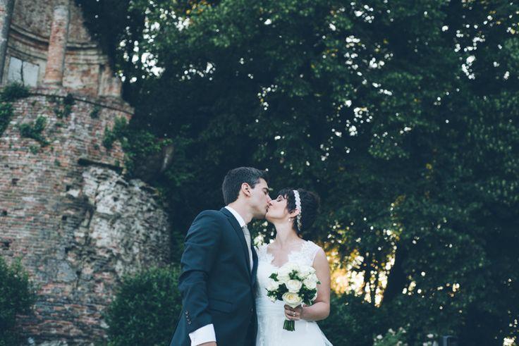 © Margherita Calati Matrimonio al Castello di Brusasco, fuori città, immerso nel verde e nella quiete, perfetto per foto romantiche alla luce suggestiva del tramonto.