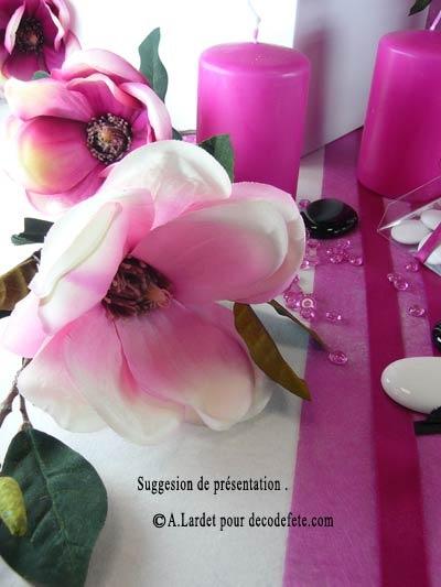 Faites fleurir sur votre table de beaux magnolias roses, blancs, fushia ou encore pourpres ! #fausses #fleurs http://www.decodefete.com/magnolia-rose-p-2868.html