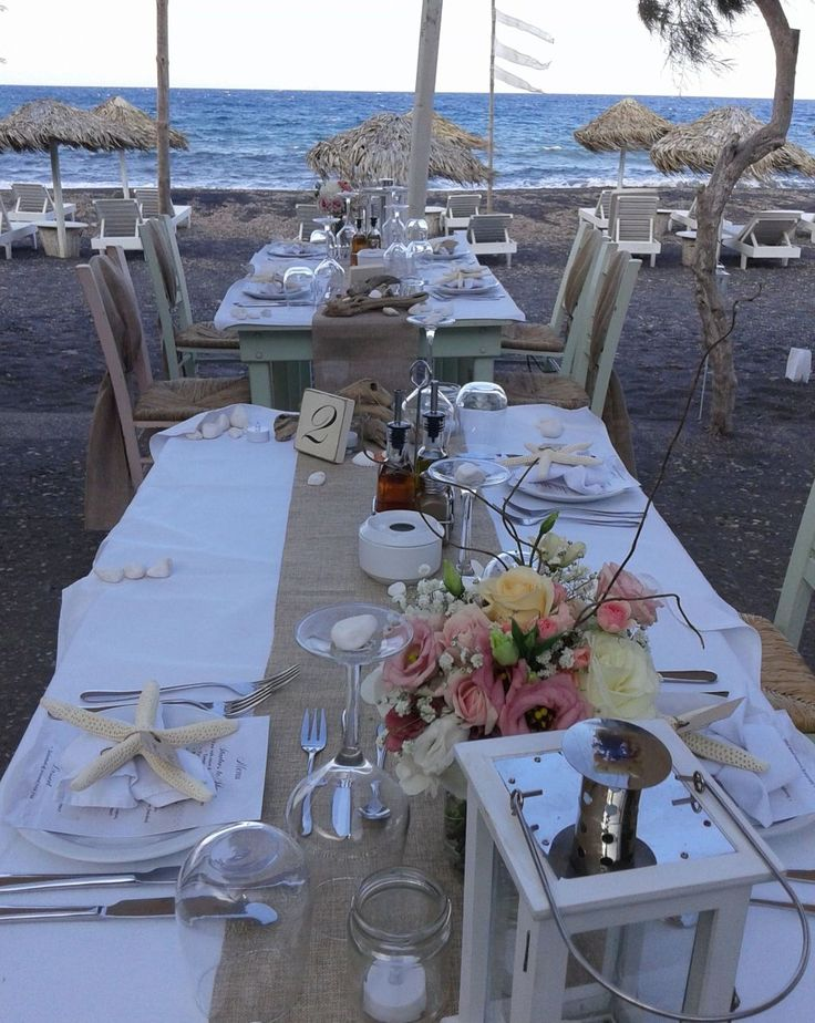 Combine natural beach elements with flowers for a wonderful tablescape