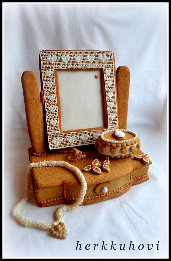 Piianpeili. Gingerbread mirror.