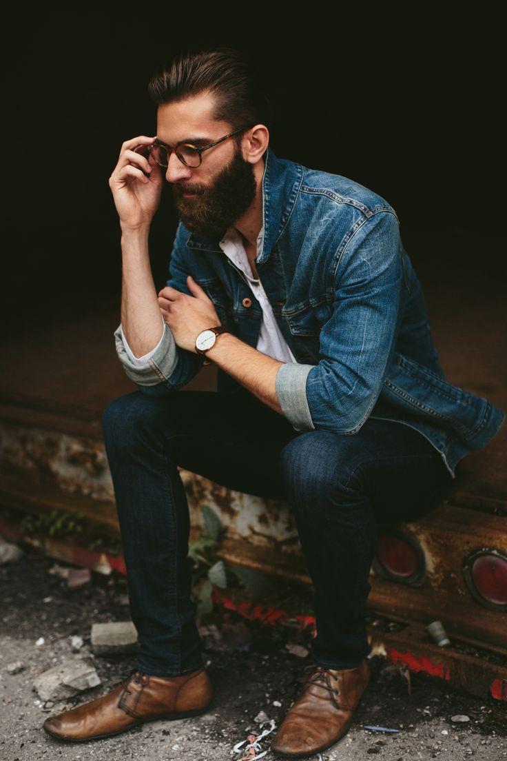 Barba, jeans e estilo.
