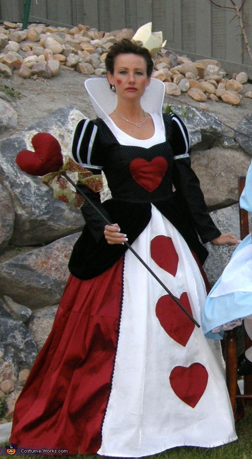 Queen Of Hearts. Alice in Wonderland - Homemade costumes for families