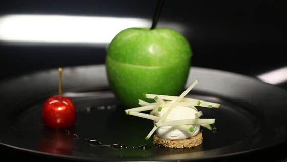- Sablé compressé- Pomme d'amour- Smoothie (Ananas)