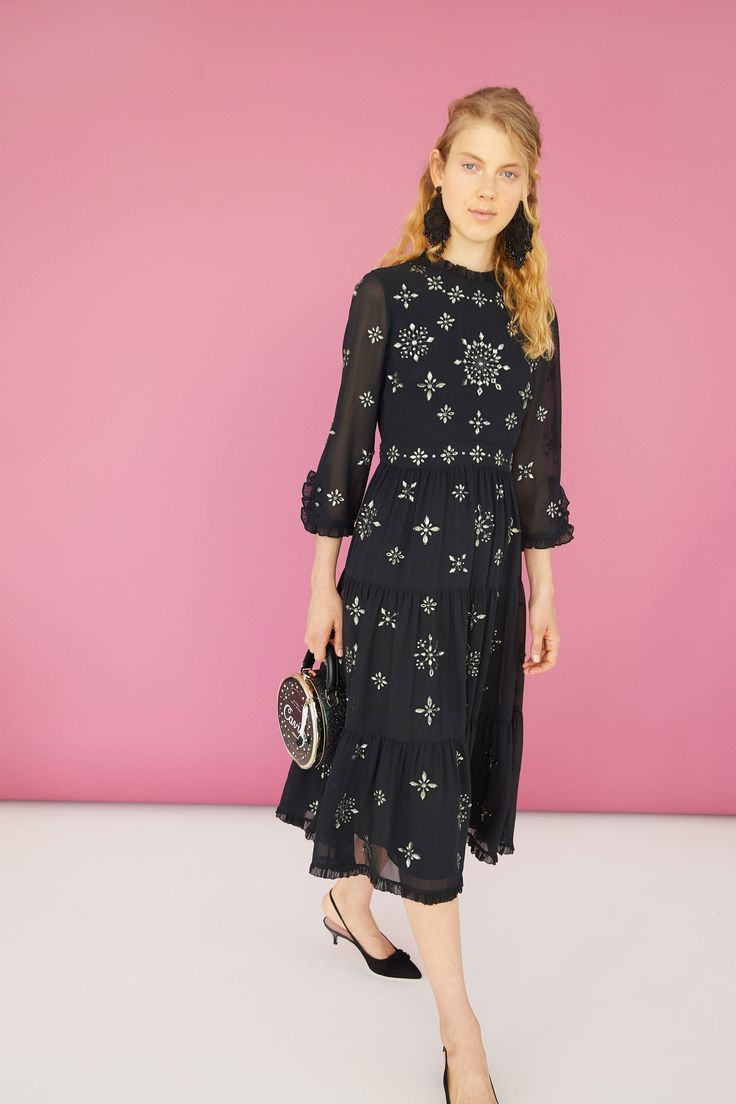 http://www.vogue.com/fashion-shows/resort-2018/kate-spade-new-york/slideshow/collection