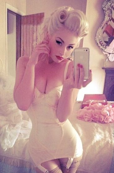 Love the hair style, would work perfect with #Glastonberry #Matterevolution.| Pinup Girl http://thepinuppodcast.com features pinup models and pin up photographers.