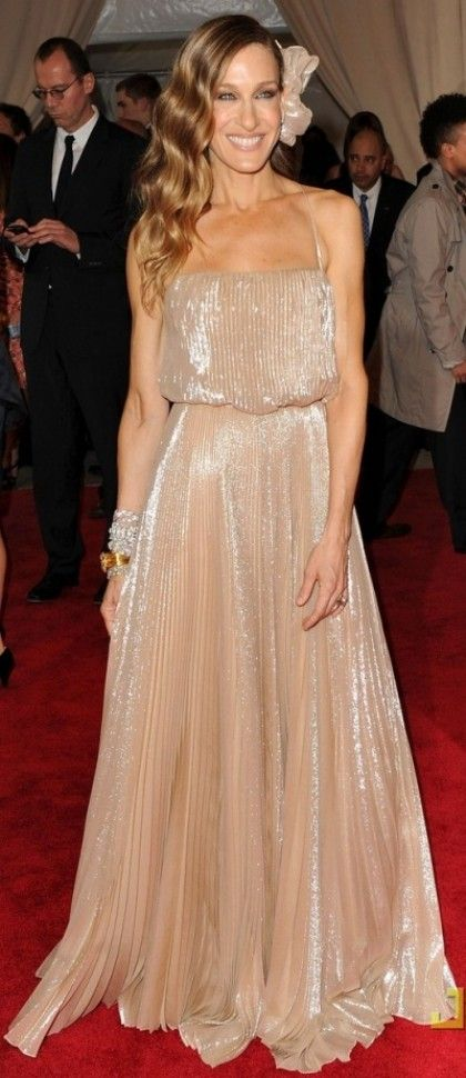 Best Met Gala Gowns: Sarah Jessica Parker looked radiant in this pleated Halston dress with a matching flower in her hair!
