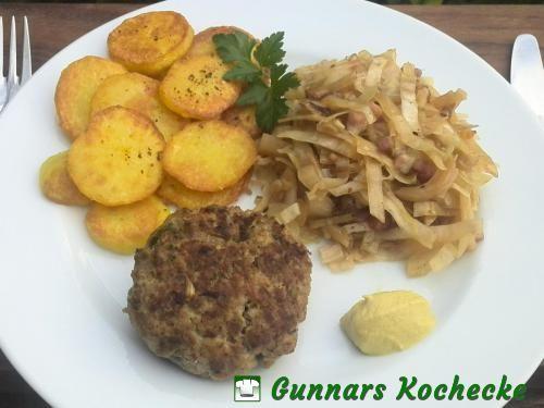Frikadelle mit Jägerkohl und Bratkartoffeln