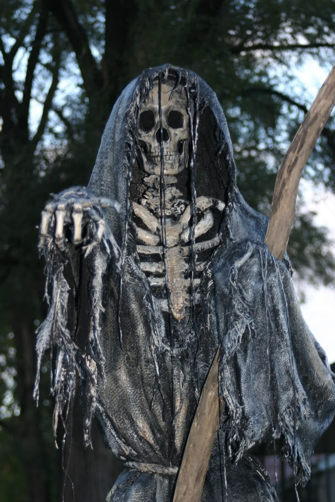 yes please - Halloween Statues