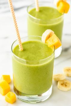 4 Ingredient Mango Green Smoothie — Tastes like a tropical vacation! Sweet, creamy, healthy and filled with vitamins. Kids love it too! {vegan, gluten free, and dairy free with no sugar added!} Healthy recipe made with @almondbreeze #greensmoothierecipe #ad #mangosmoothie