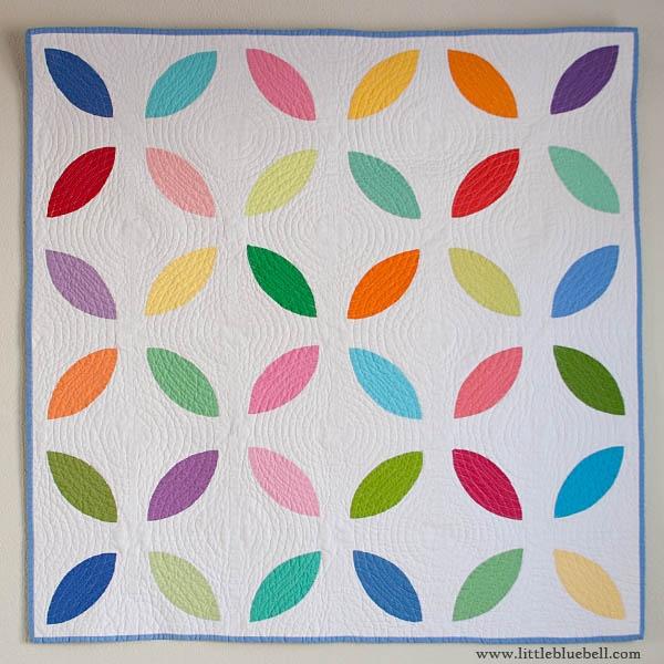 Modern.Peel.Quilt.from.Little.Bluebell: Kona Challenges, Challenges Quilts, Beautiful Quilts, Peel Quilts, Circles Quilts, The Orange Peel, Modern Peel, Quilts Ideas, Modern Quilts