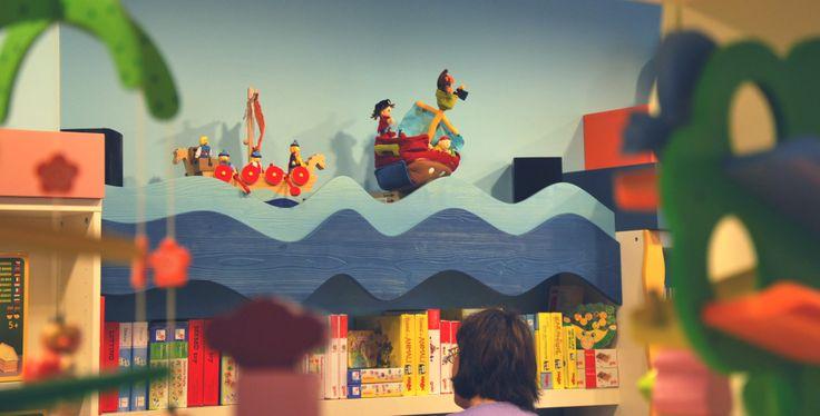 A La Casa sull'Albero a #Conegliano pirati e vichinghi giocano a rincorresi cavalcando con le loro navi le onde del mare... Scopri le nostre navi dei pirati e dei vichinghi in #legno su http://www.giochiecologici.it/p/734/nave-pirata oppure vieni a trovarci a #lacasasullalbero a Conegliano in Corte delle Rose 28