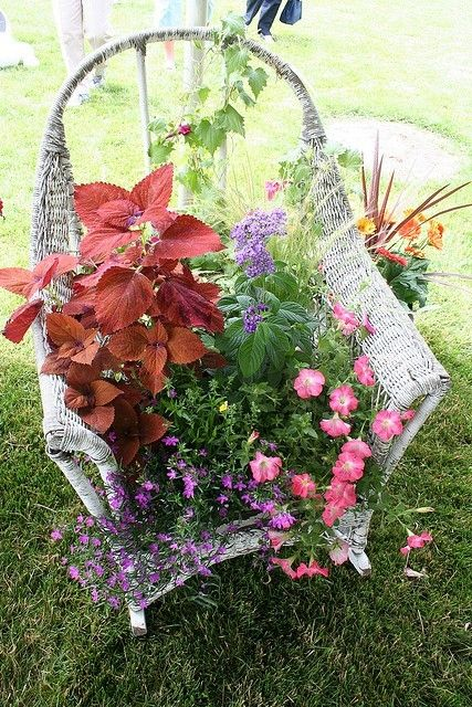 Old wicker chair repurposed – so beautiful and I see old wicker furniture… Old… – Gardening that I love