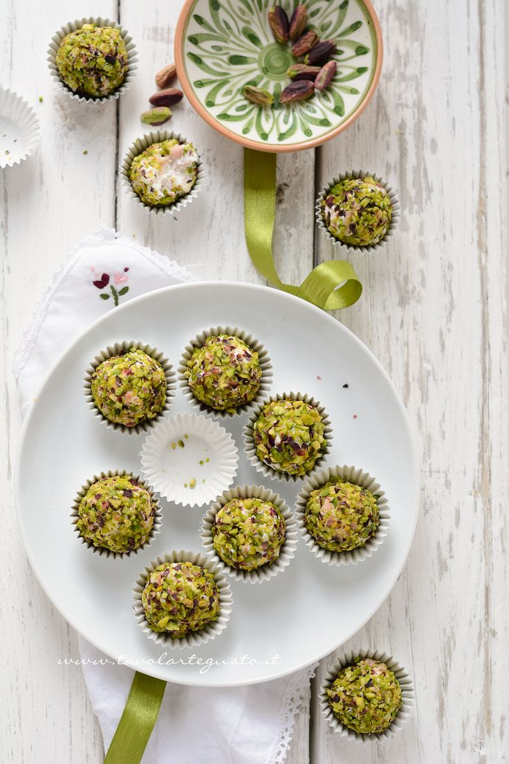 Palline di ricotta salate - Ricotta and pistachios truffles