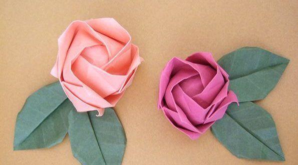 Quer aprender como fazer lindas rosas de origami passo a passo? Então separe um papel com a cor de s