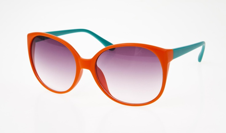 Rounded sunnies from Tweet