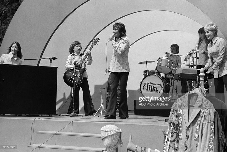 THE PARTRIDGE FAMILY - 'This Male Chauvinist Pig Went to the Market' 9/15/72 Susan Dey, Danny Bonaduce, David Cassidy, Brian Forster, Suzanne Crough, Shirley Jones  (Photo by ABC Photo Archives/ABC via Getty Images)