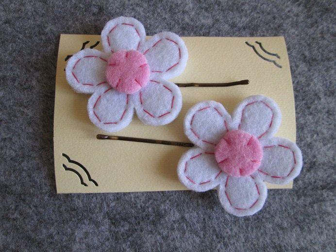 Forcine con fiore bianco e rosa -  Accessori fatti a mano - Accessori per bambine - Regalo di compleanno di TinyFeltHeart su Etsy