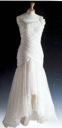 Designed by GIna Fratini for Hartnell, this white chiffon dress with pearlised sequins and beads sold for $85,000 at the auction. It was lot #1 in the auction. The flowing chiffon skirt is classy and sexy at the same time. Diana wore it to a ballet in Rio. 1000+ images about Di dresses on Pinterest | Victor edelstein, Diana and Catherine o'hara