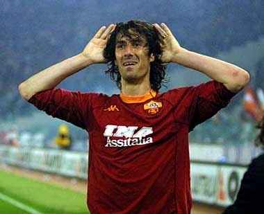 Marco Delvecchio (Milan, 7 April 1973) – Marco Delvecchio, a hard-working, tenacious, derby-winner joined Roma in the 1995/96 season as part of the deal that took Marco Branca to Inter. The striker from Milan took the number 24 shirt and held onto it for a decade and, in his first year playing for Carlo Mazzone's Roma, made 24 appearances, scoring 10 goals.
