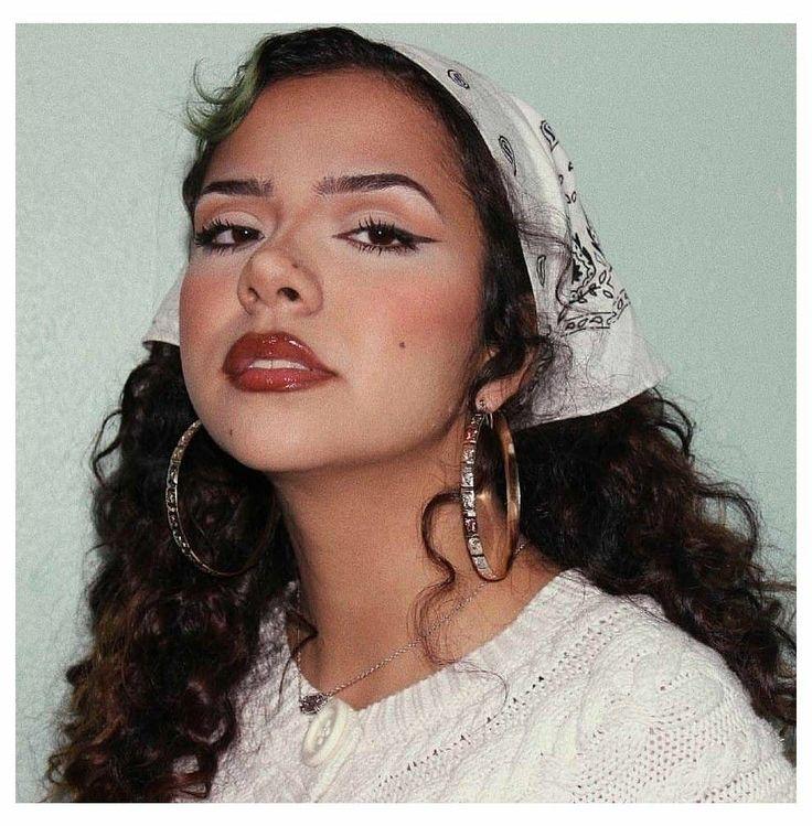 90s Makeup Look, 2000s Makeup, Pretty Makeup, Makeup Looks, Hispanic Makeup, Hispanic Girls, Pretty Hispanic Girl, Estilo Chola, Chicano