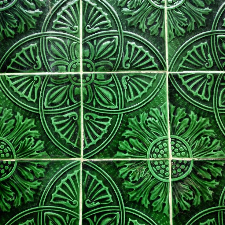 ...and a few tiles more to say 'see you next time' Porto  . #porto #portugal#instatravel #igersporto #tiles #onthewall #details #decor #azulejos #alpakamybags #muchgreen #green #awwww