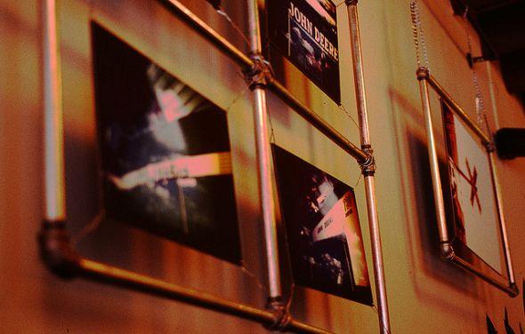 ★ DIY Mirrors & Photo Frames   Roundup of Craft Tutorials ★--I'm modifying this idea