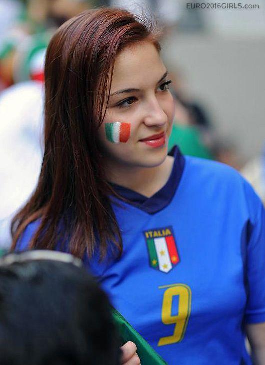 Female italian soccer fans