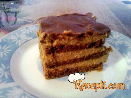 Recept za Nutela tortu sa orasima. Za spremanje torte neophodno je pripremiti jaja, šećer, orah, čokoladu, brašno, prašak za pecivo, žumanca, margarin, ulje.