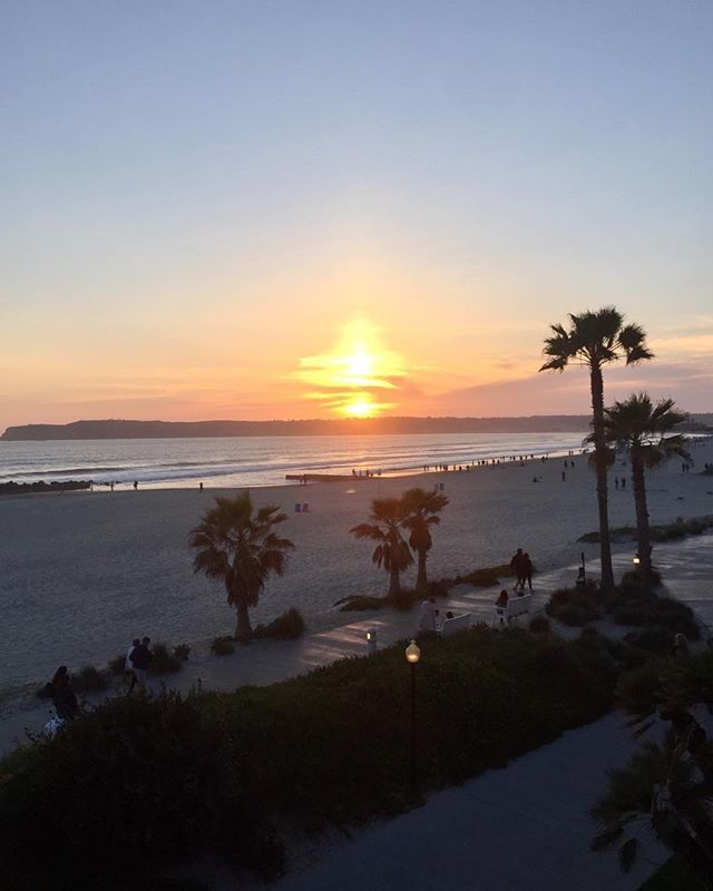 Just don't have this on the East Coast. #sunset #palms #palmtree #sun #sunset #beach #surf #sand #beach #HotelDel #Coronado #CA #California #Arnold #Franco #WestCoast #garagegym #spam #WOD #vodka #mule #moscowmule #pinotnoir #sandiegoconnection #sdlocals #coronadolocals - posted by  https://www.instagram.com/cra3y_andy. See more post on Coronado at http://coronadolocals.com