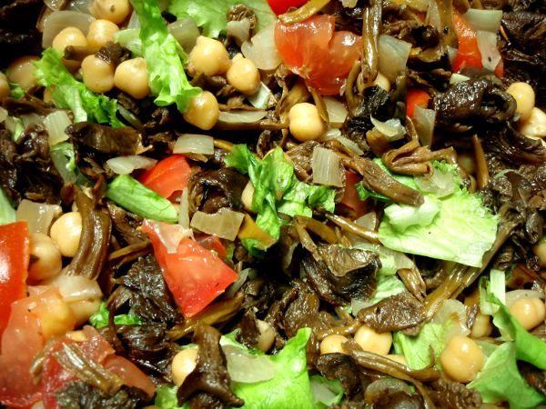 Tähän aikaan vuodesta monien sienestäjien pakastimet tai kuivakaapit tursuilevat suppilovahveroista ja sienikastiketta on tullut syötyä yliannos. Suppiksia voi kuitenkin käyttää moneen, kuten myös …
