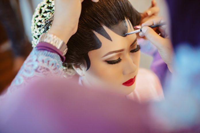 Javanese wedding hair & make up | http://www.bridestory.com/ma-fotografia/projects/githa-nabil-wedding-day-by-hape