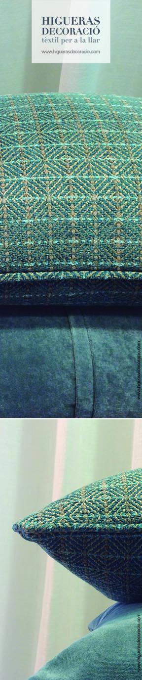 #Cojín confeccionado con un tejido con un fondo de pequeños diamantes de chenilla. Combina #cojines de diferentes texturas. #Cojines aterciopelados, #cojines de lino y lana... # Coixí confeccionat amb un teixit amb un fons de petits diamants de xenilla. Combina #coixins de diferents textures. #Coixins vellutats, #coixins de lli i llana... www.higuerasdecor.com