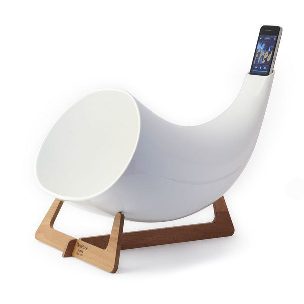 {Megaphone iPhone Amplifier} Functions according to the megaphone principle and requires no electricity. #Fab #ad *Too cool