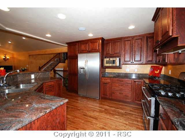 Kitchen granite counters all appliances wood floors for Kitchen cabinets colorado springs