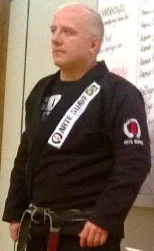 - Sensei Ronaldo Cardoso é Faixa Preta de Judô 3º Dan e Faixa Preta de Jiu-Jitsu 3º Grau