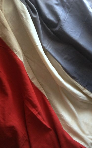 Today let's pay tribute to the people of Paris with red white and blue. We stand together x