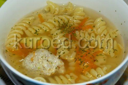 Суп со свиными клецками и макаронами